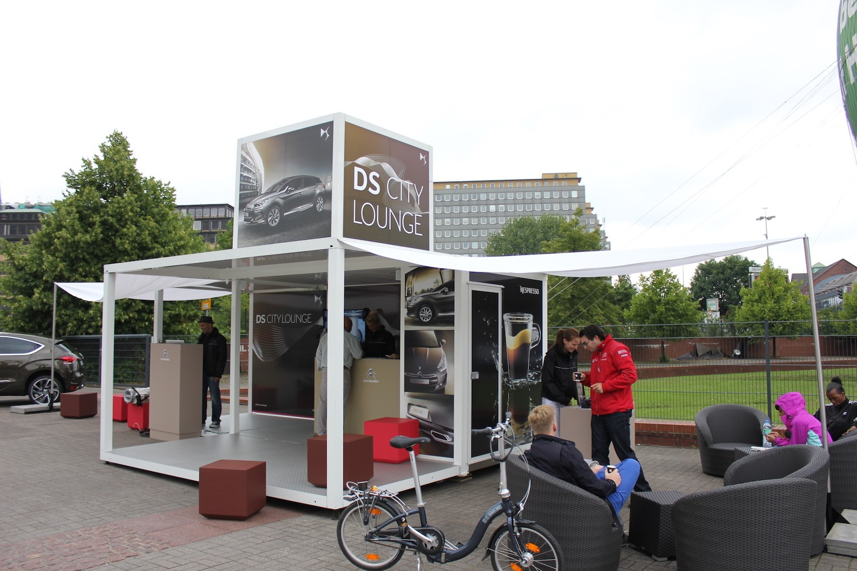 CITROEN DS City Lounge - Modell Urban Legend / Ausstattung: dreieckige Sonnensegeln, Lounge-Mobiliar. Kunde: MUD Ereignisse