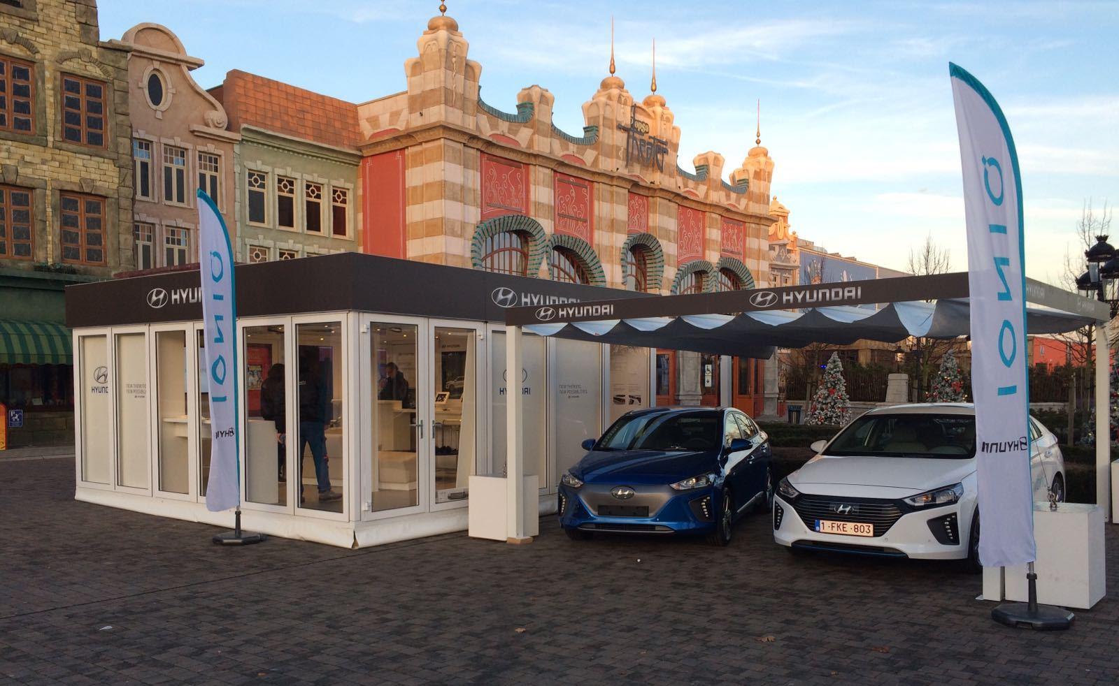HYUNDAI Motors (Belgien) - Modell Big Square / Ausstattung: Verglasung und Banderole statt Dach-Teaser sowie Vordach als Carport. Kunde: Hyundai
