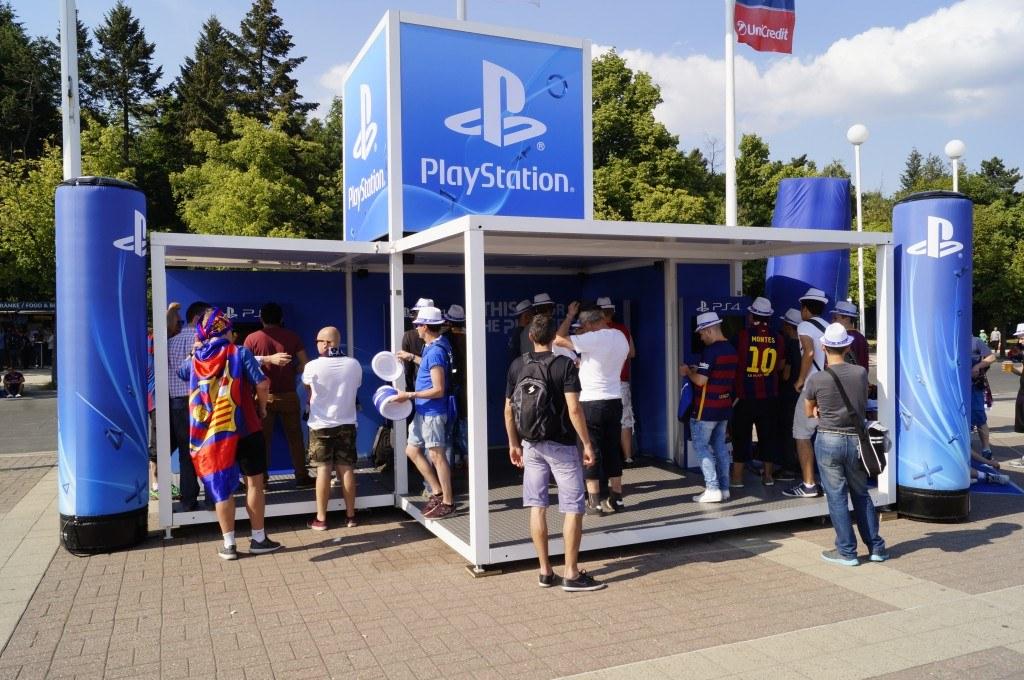 PlayStation und Sony Mobile - Modell: Urban Legend / Ausstattung: Spielstationen mit Monitoren / Kunde: akzio!